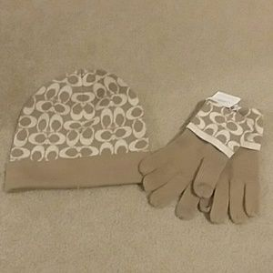 Coach gloves and hat set